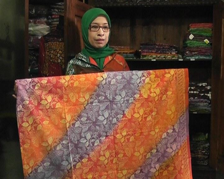 00110 t-ray batik padukan motif klasik dan kontemporer-qpr